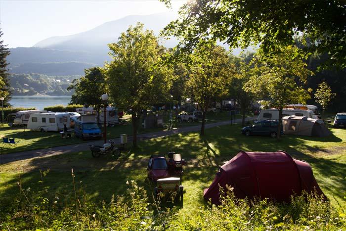 Emplacement de tente au camping lac de Laffrey